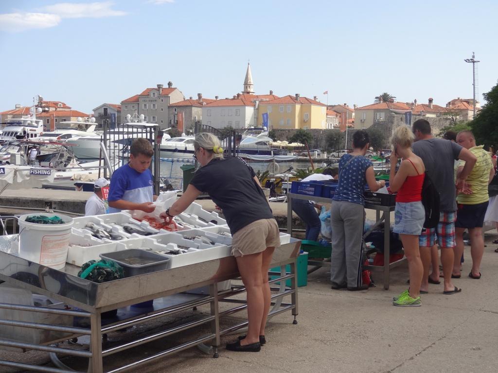 рыбный рынок будва