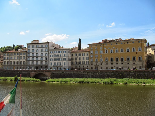 Здания бежевого цвета Италия