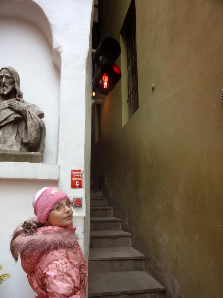 самую узкую улицу Праги