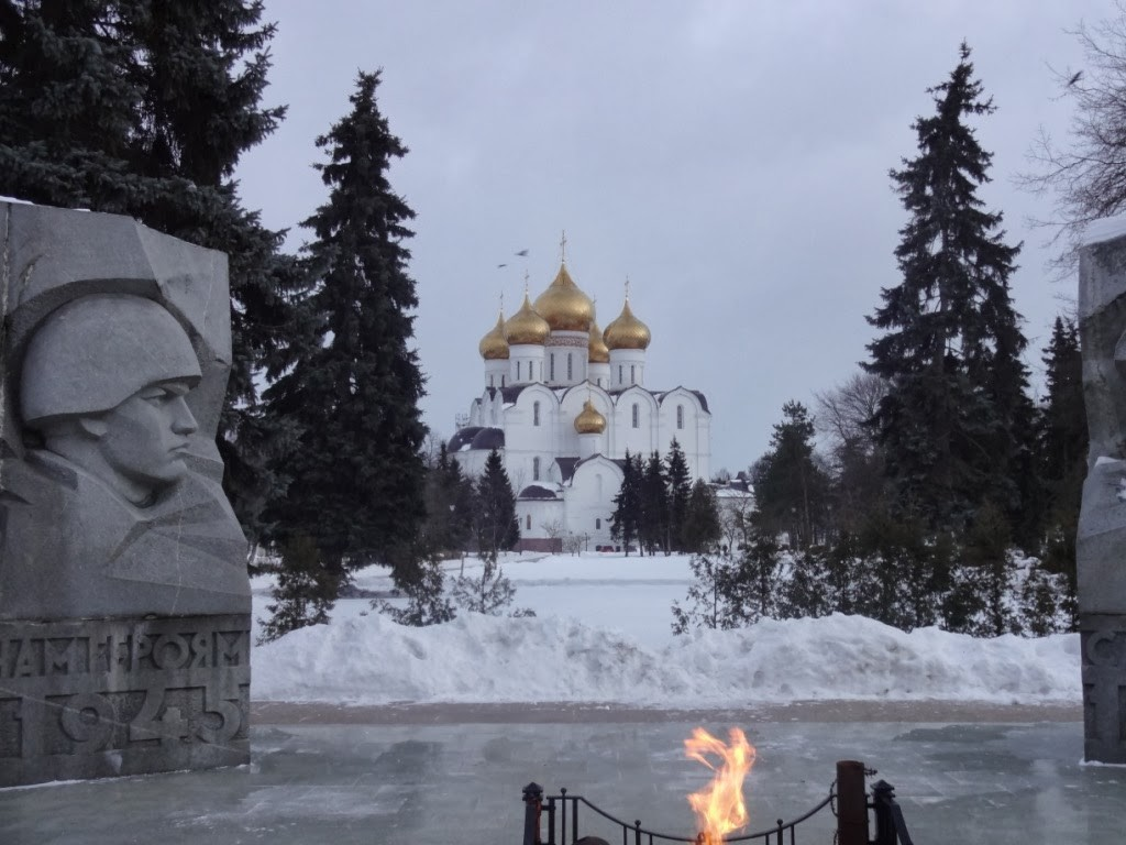 успенский собор и вечный огонь