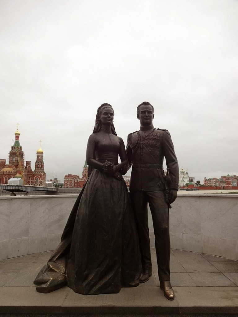 памятник принцу монако и грейс келли йошкар ола