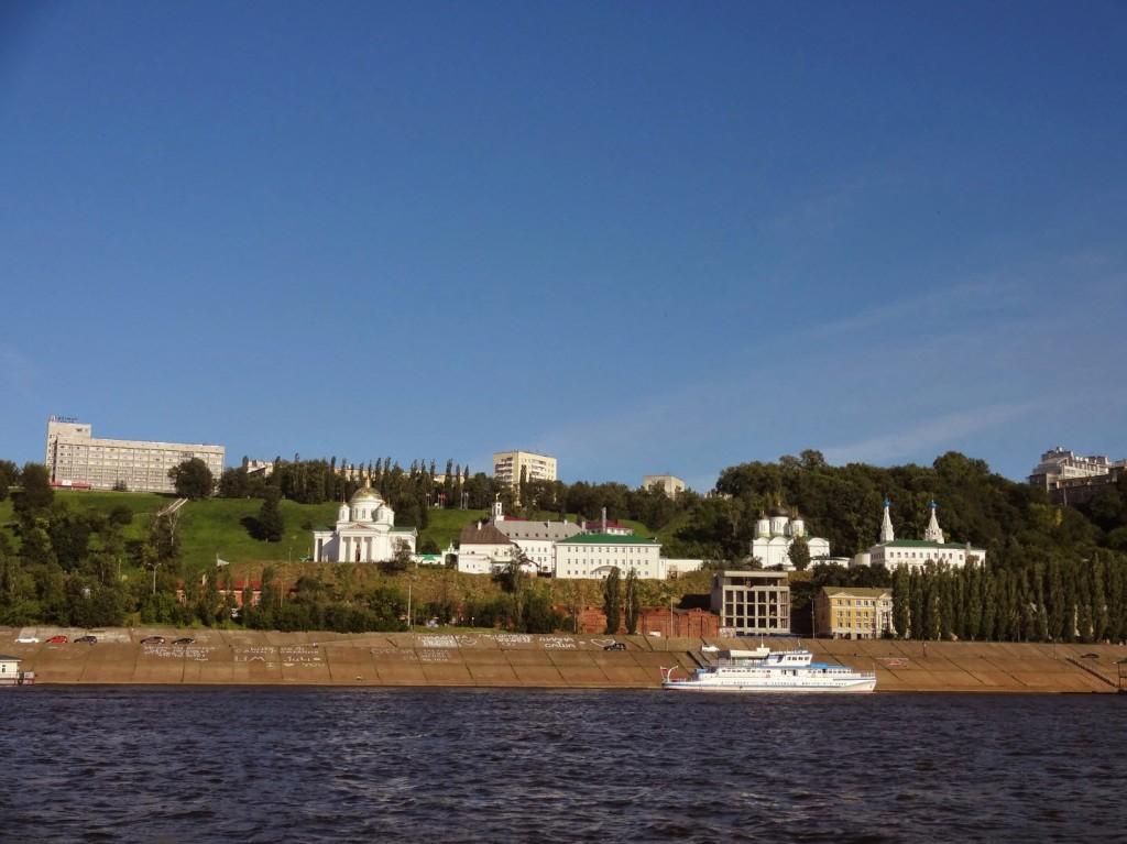 вид с реки на Благовещенский мужской монастырь