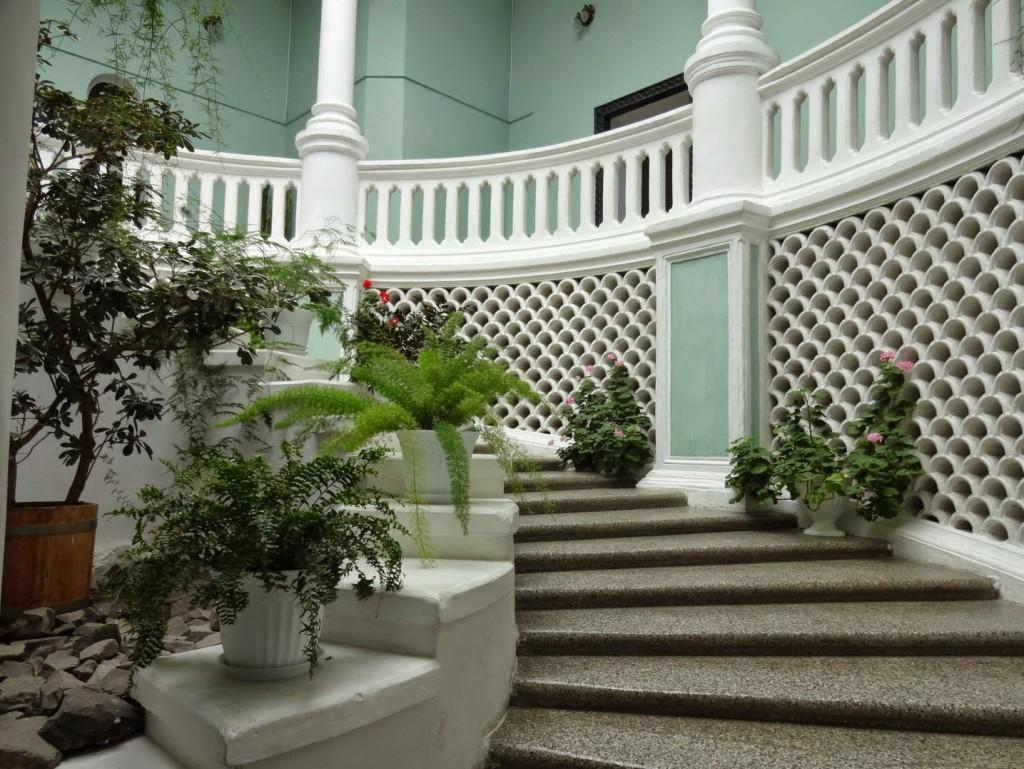 лестница и зимний сад в замке шереметева