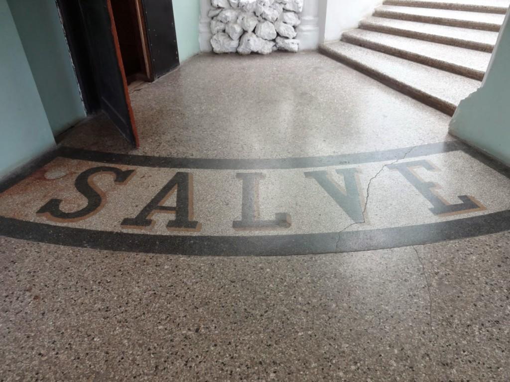 надпись в холле замок шереметева