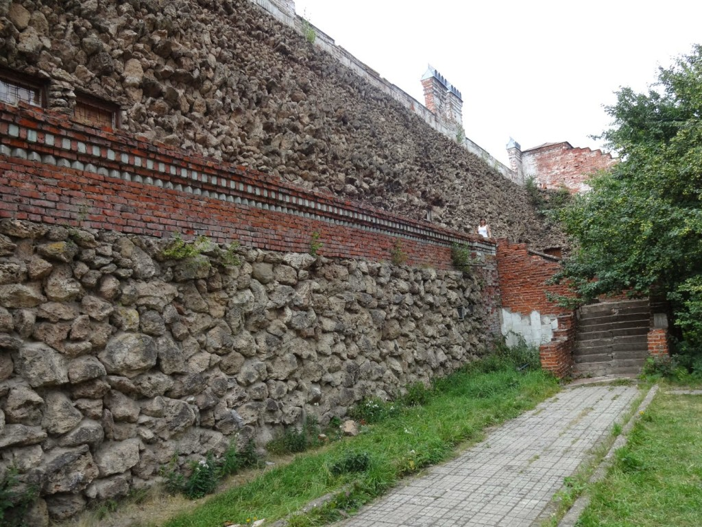 вулканическая стена в замке шереметева
