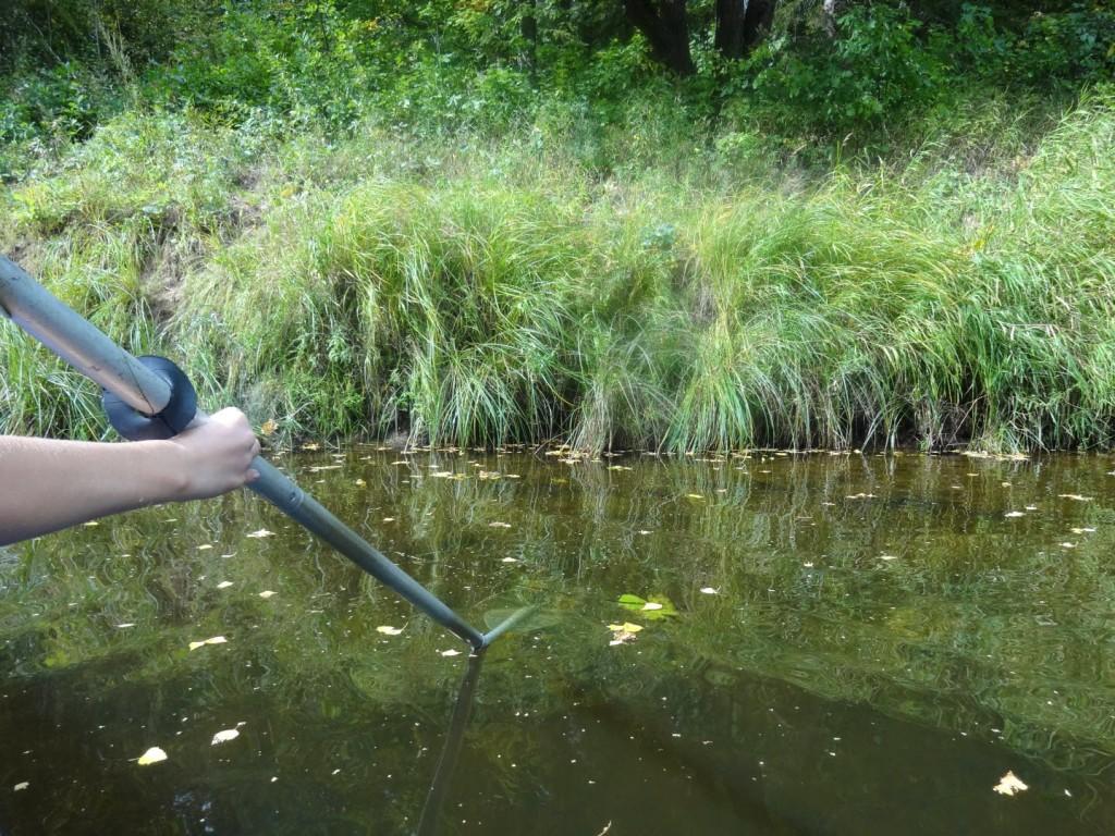 весло в воде