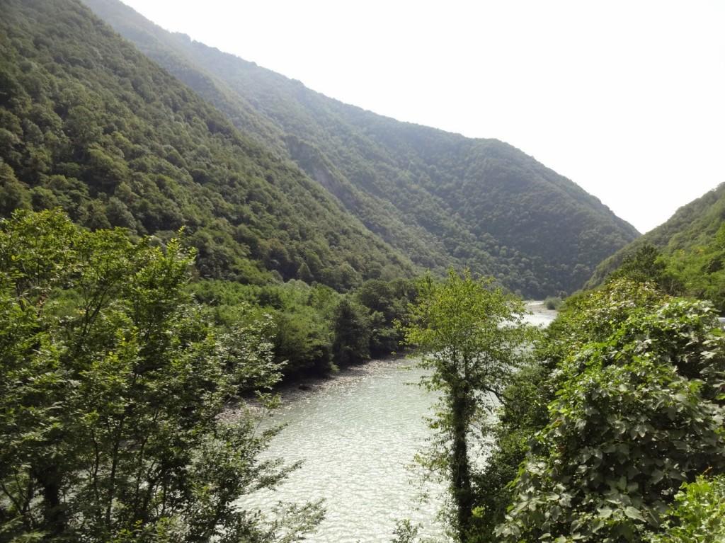 река Бзыбь около водопада