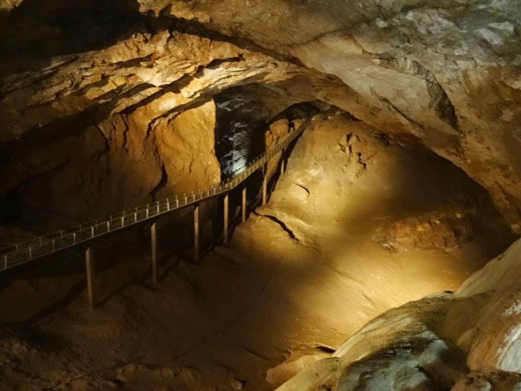 мост в новоафонской пещере