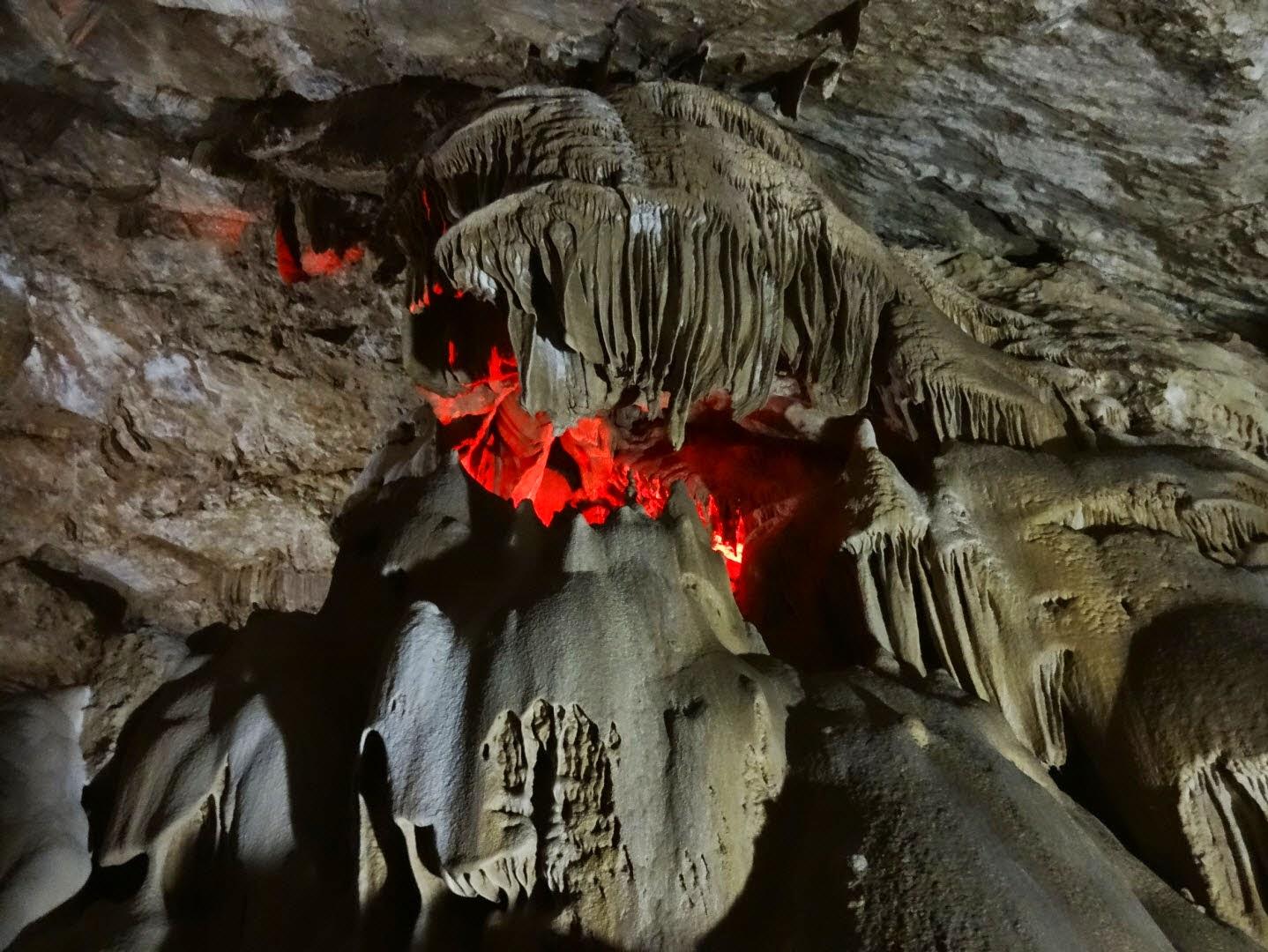 новый афон пещера режим работы
