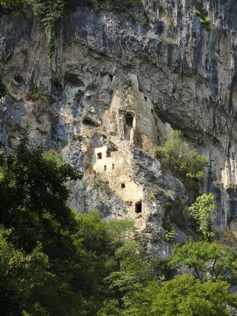 наскальный монастырь река мчишта
