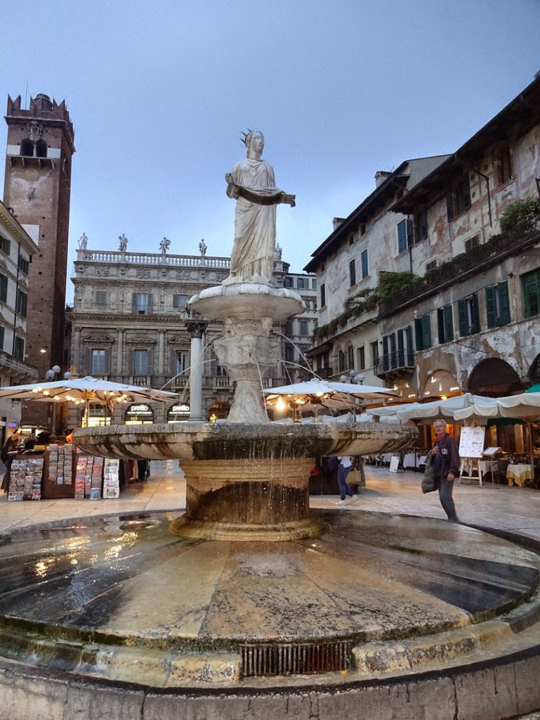 фонтан Веронской Мадонны площадь эрбе