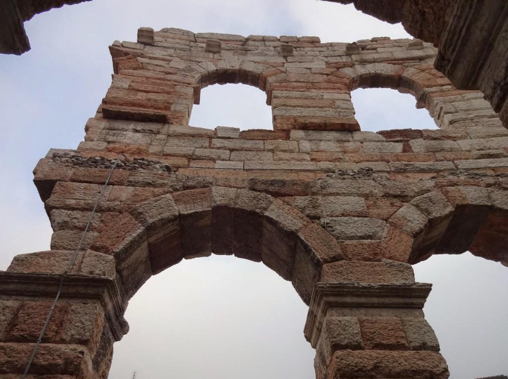 старинная арена в вероне