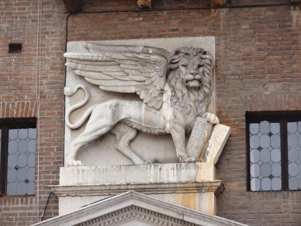 лев с книгой Верона