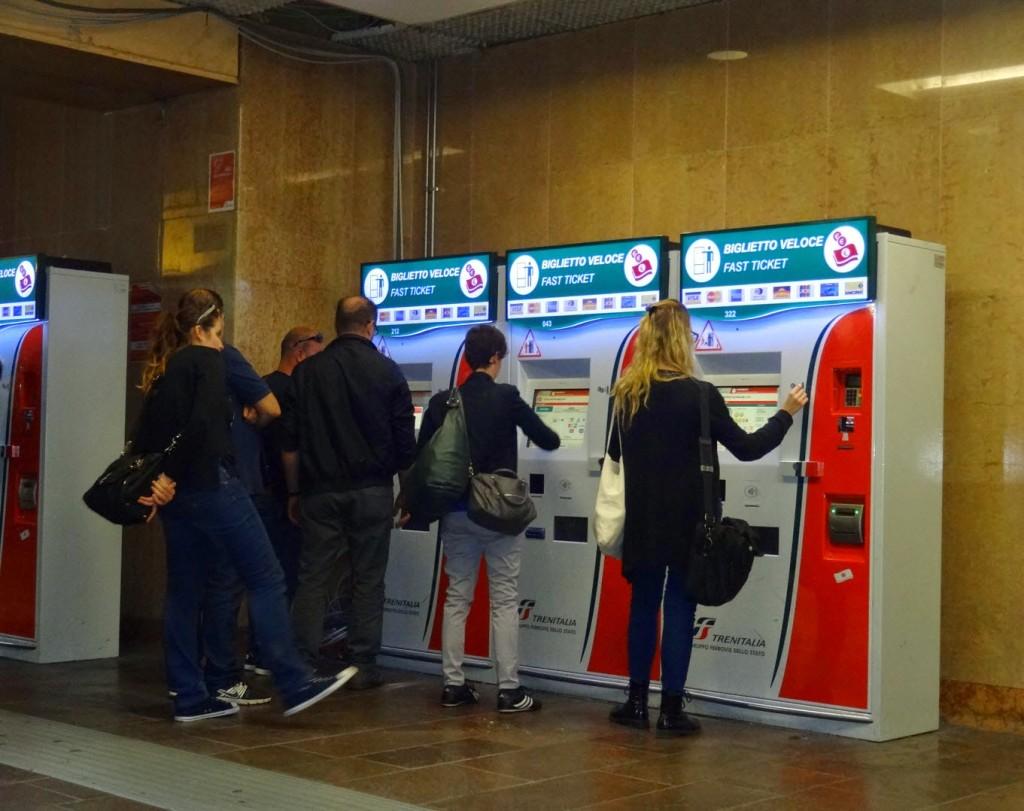 терминалы по продаже ж/д билетов. Италия