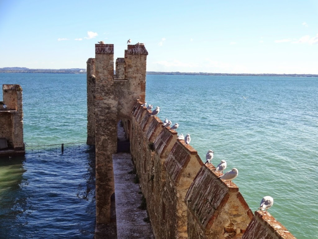 гавань в замке сирмионе