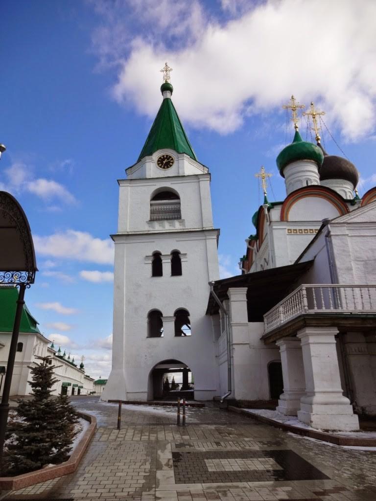 часы на колокольне Вознесенского печерского монастыря