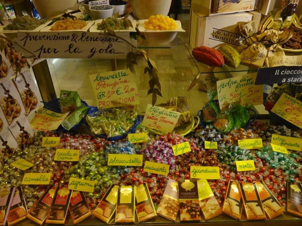 витрина сладости италия