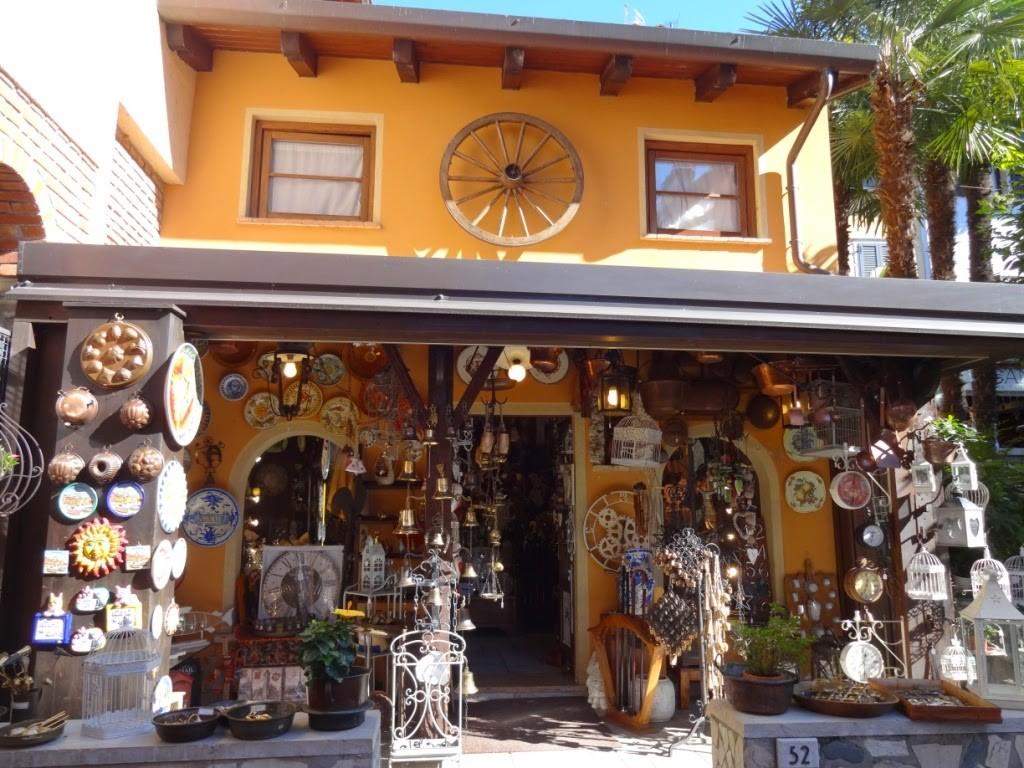 сувенирный магазин Гарда италия