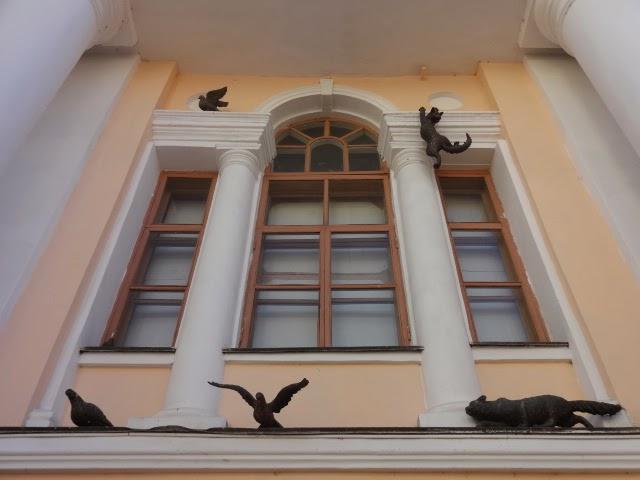 учебный театр Нижегородского театрального училища Большая покровская скульптура кошек