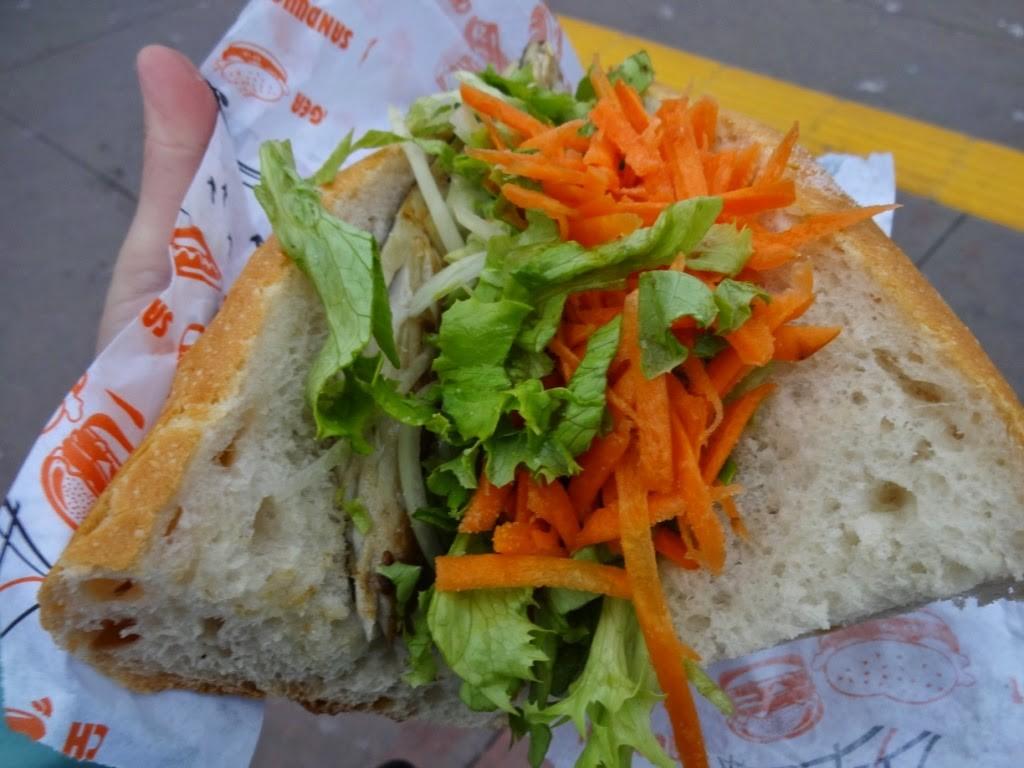 стамбульский рыбный хот дог