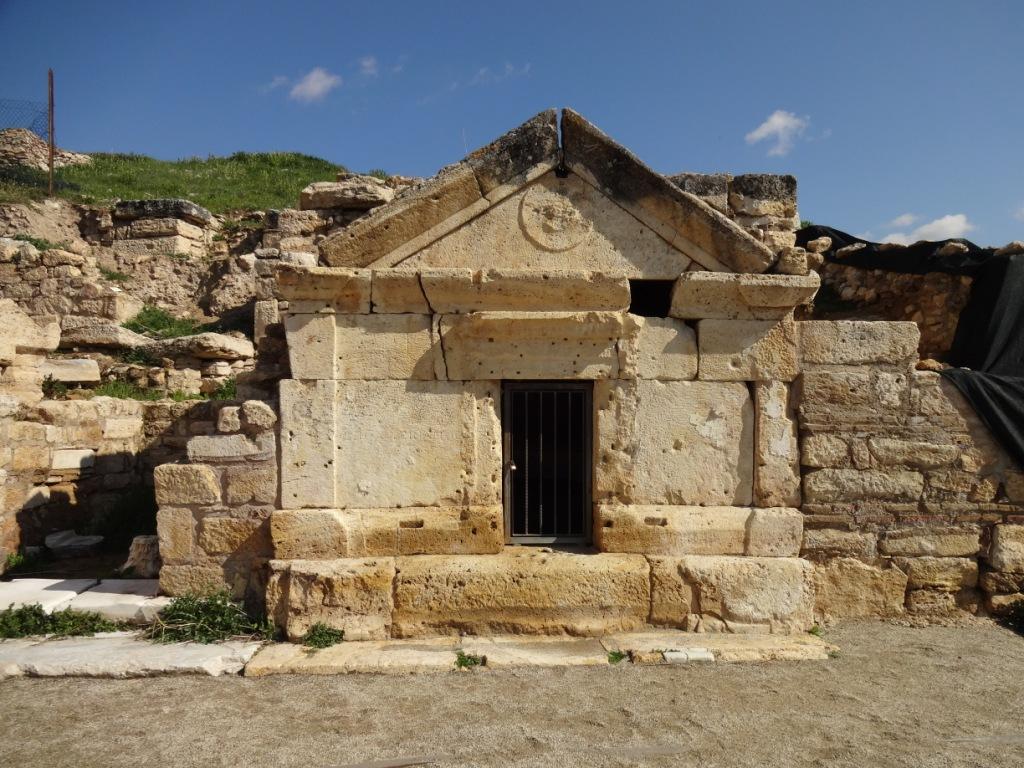 гробница святого филиппа
