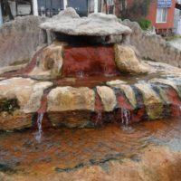 Карахаит — горячий источник с красными травертинами
