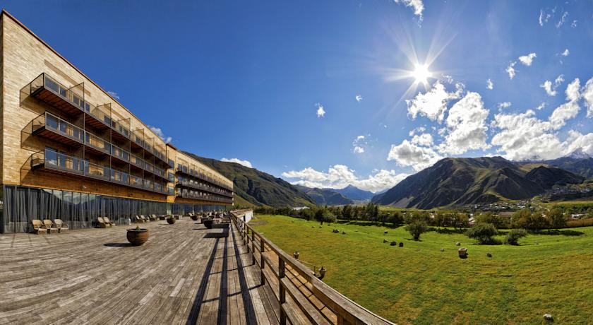 Rooms Hotel Kazbegi Степанцминда
