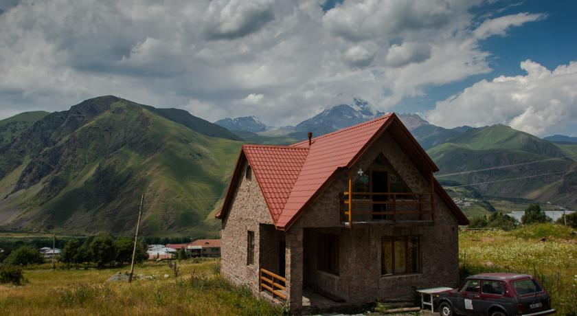 Mountain House степанцминда