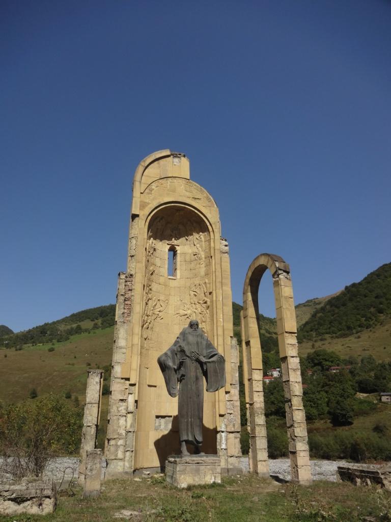 памятник на военно грузинской дороге