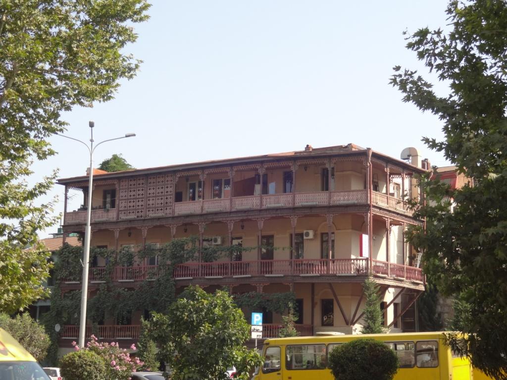 дом тбилиси