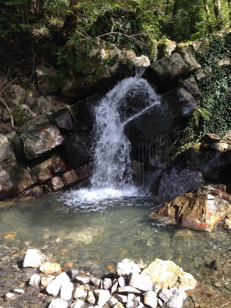 водопад рядом с вольницей сочи