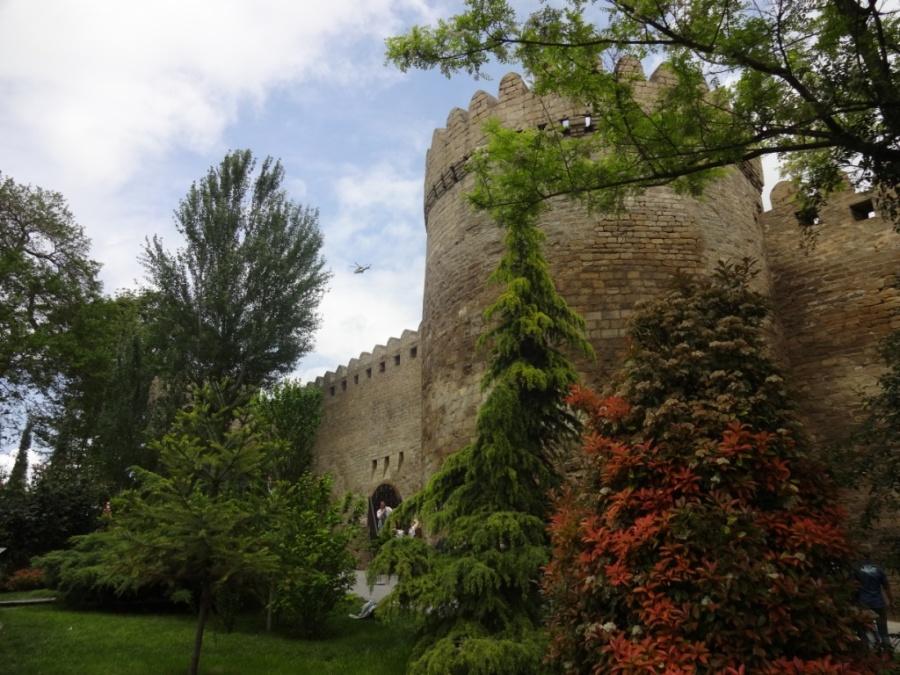 стены старого города Баку