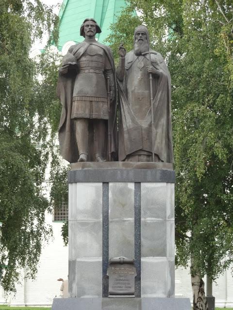 памятник основателю города великому святому князю Георгию Всеволодовичу и святителю Симону