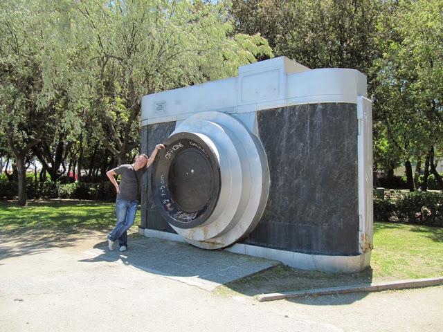 Памятник фотоаппарату