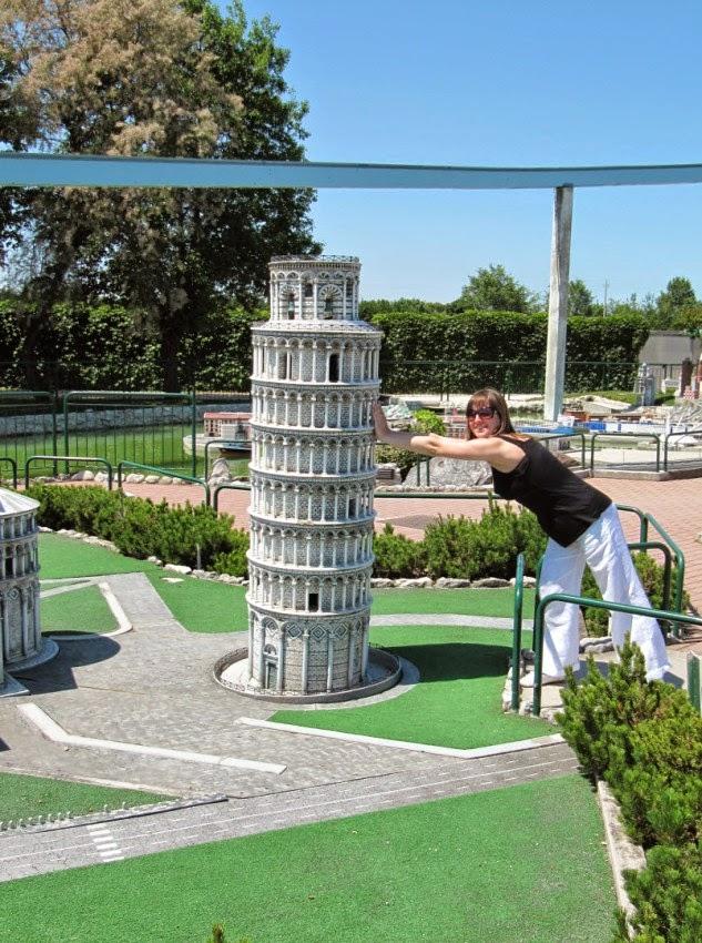 пизанская башня в миниатюре