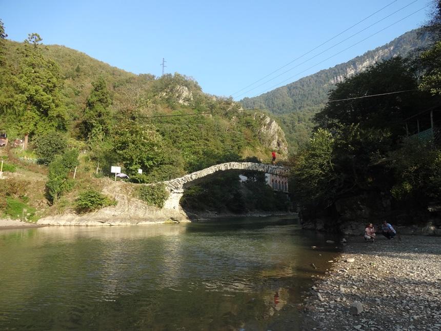 арочный мост Махунцети Грузия