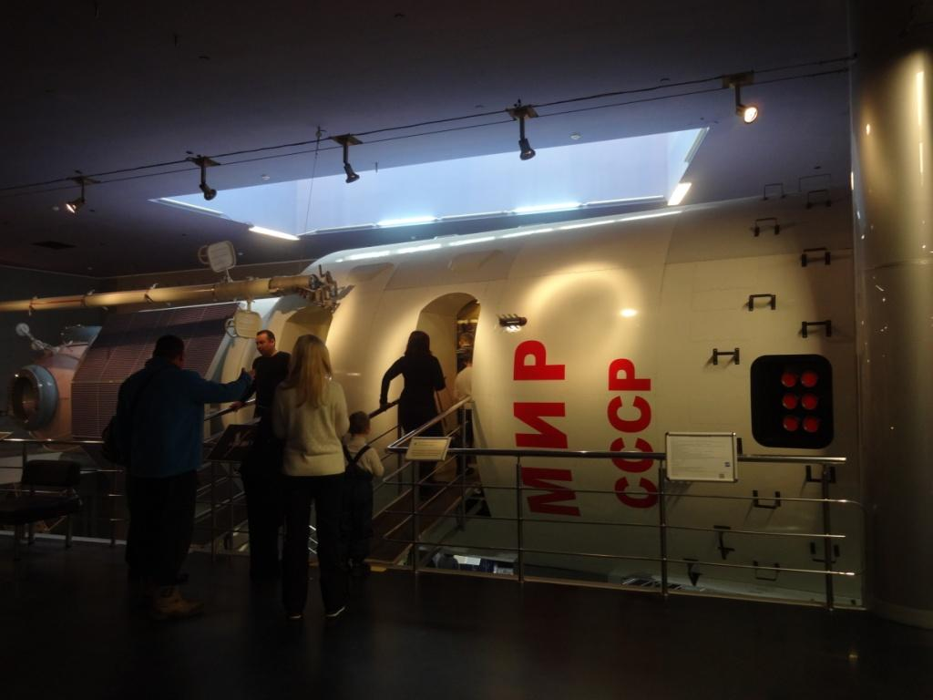 шлюзовой отсек орбитальной станции МИР