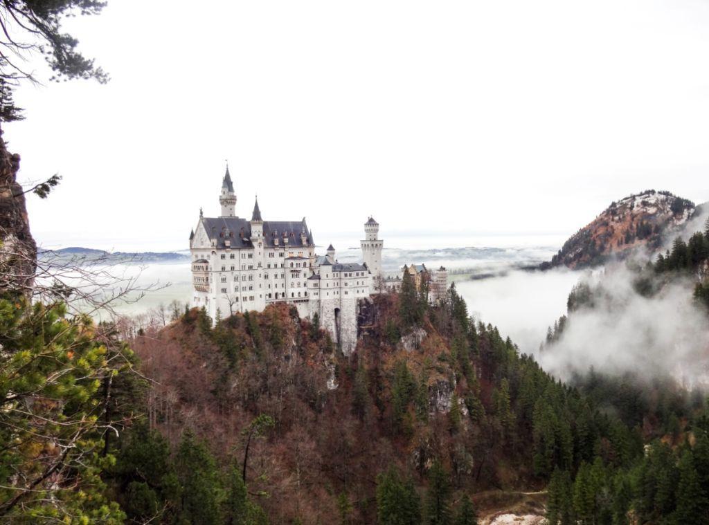 замок нойшванштайн в декабре