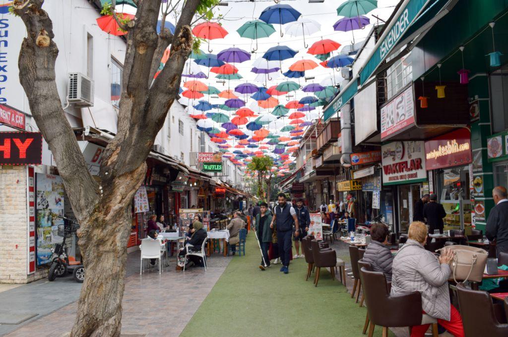 аллея зонтиков в анталье