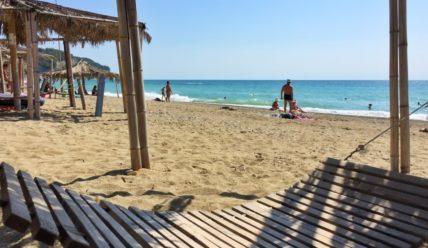 Один ленивый день в Абхазии на пляже Рыбзавод
