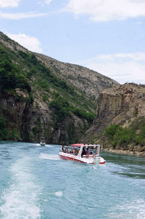 Сулакский каньон вид снизу с воды